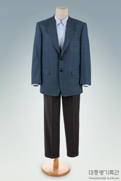 청색 체크 자켓