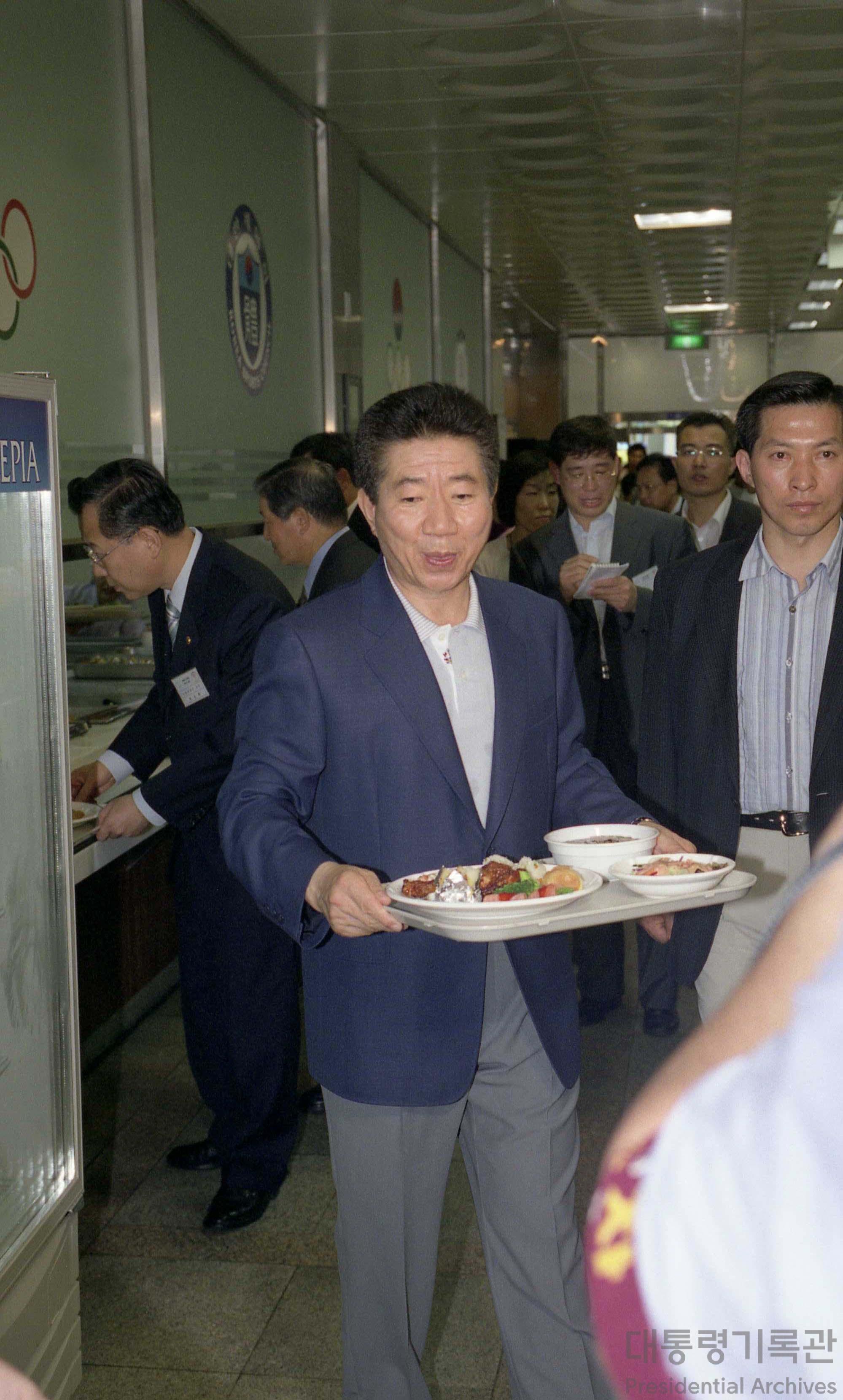 노무현 대통령 아테네올림픽 출전선수단과 식사3