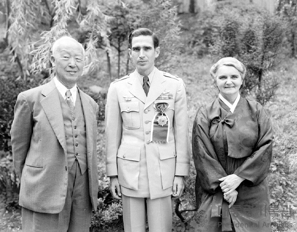 한국공군의 아버지와 천 명의 아이들 '딘 헤스(Dean E. Hess)' 사진