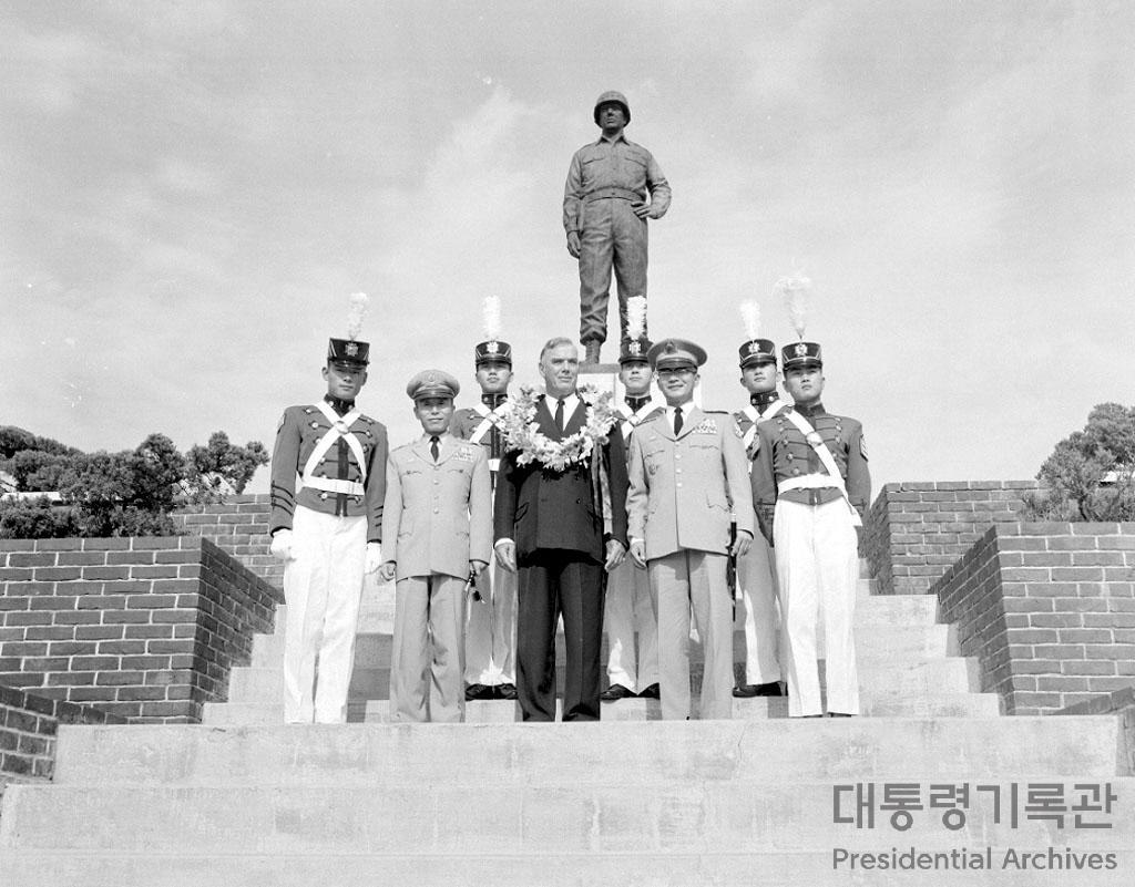 밴플리트 장군육군사관학교방문 사진