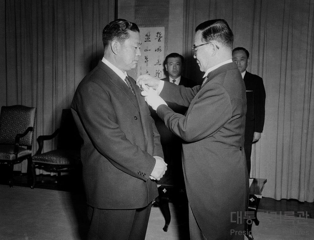 일본 속에 대한민국 정부의 터를! '재일 기업인 서갑호' 사진