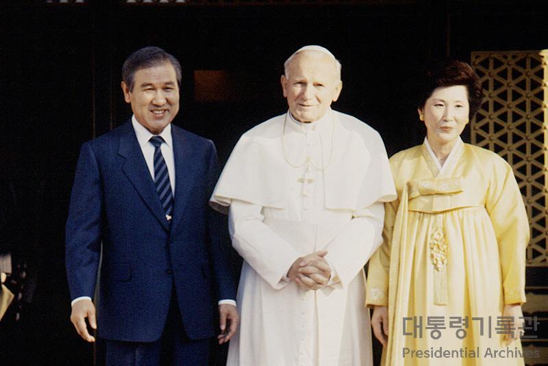 노태우 대통령 교황 요한 바오로 2세 청와대 예방 기념촬영 사진