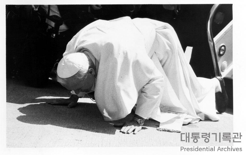 교황 요한 바오로2세 김포공항 도착 후 모습 사진