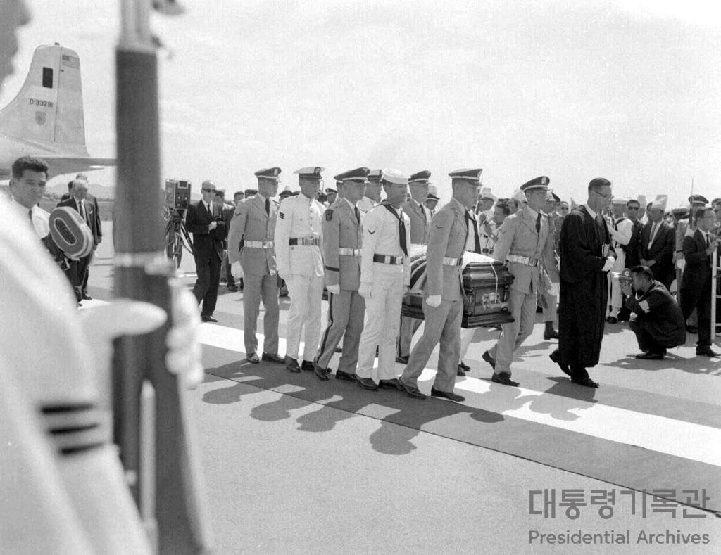 고 이승만 전 대통령의 유해 귀환 사진